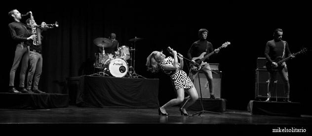 Shake!, sonido contundente con influencias del soul y el rock & roll...